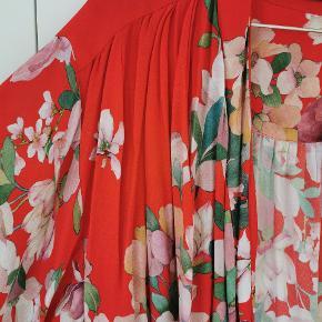 Kort kimono. 100% viskose