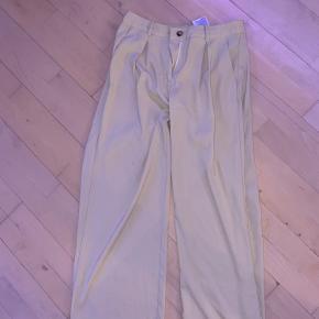 Arbejdsbukser fra vero moda næsten aldrig brugt