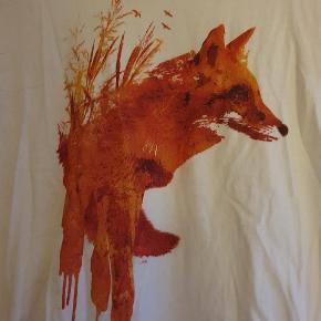 T-shirt med artistic print. Passer en medium og i god stand.