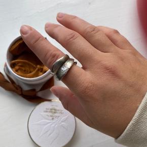 Leaves Sterling sølv ring fra Ole Lynggaard Str 52  Brugt ca 5 gange  Alt medfølger