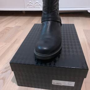Karl Lagerfeld støvler