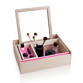 Smart makeup box fra Nomess 🌸 Brugt, men er i super stand.   Kan afhentes på Nørrebro. Bytter ikke.