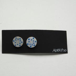 Helt nye fine Agerbo Design øreringe. 1 cm i diameter.