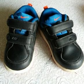 Et par gode sko. Brugt meget lidt. I fin og hel stand.  Fragt 35 kr.