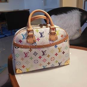 Varetype: Håndtasker Størrelse: 29cmx23cmx11.5cm Farve: Hvidt multicolore    Jeg sælger min elegante ægte Louis Vuitton taske Trouville   Hvid multicolor monogram.  Tasken er brugt , men den er pæn og ren udvendig samt indvendig.  Størrelse: B 29cmxH 23xD 11.5cm   Jeg har ingen kvittering men jeg står 100 % inde for taskens  ægthed.  Seriøse bud modtages JEG TILBYDER IKKE TS-BETALING , IDET DER ALTID ER PROBLEMER MED AT FÅ PENGENE FRA TS