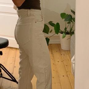 Beige Straight leg jeans fra Zara størrelse 34