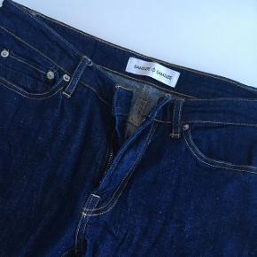 Størrelse 28  Køb to stykker tøj - få 50 % på det billigste valg :-)