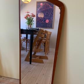 Verdens smukkeste teak spejl med masser af flot patina på både teak-rammen og selve spejlet.  Mål: 41 x 106 cm