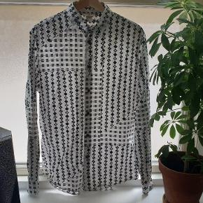 Få resultat af et collab mellem det italienske modehus, Marni, og H&M hjem til garderoben. En virkelig fed skjorte, som jeg desværre ikke får brugt nok.