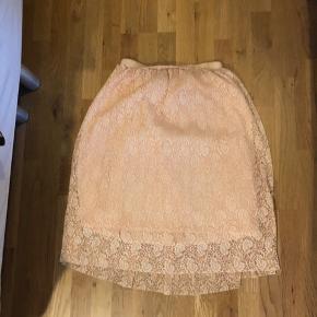 Super fin rosa nederdel, brugt få gange.  Tjek mine andre annoncer, giver mængderabat😊