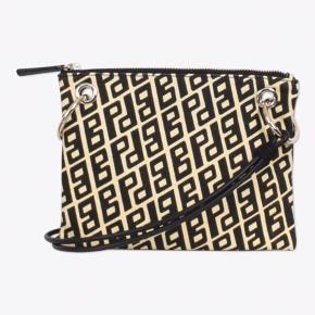 Fin taske ikke kommet i brug, længde 21 cm, højde 17 cm.