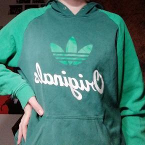Vintage grøn adidas hættetrøje i fin stand:)