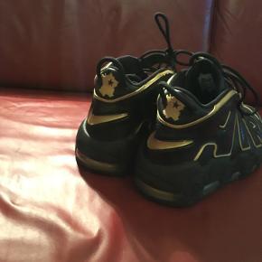 Nike air more uptempo. Cond:9. Str 45. Næsten deadstock lækkert par nike sko
