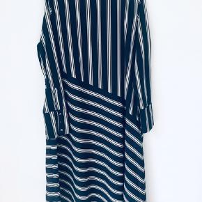 Fin kjole i fin stand. Se mine andre varer til salg på Instagram under bruger 'restyler.dk'