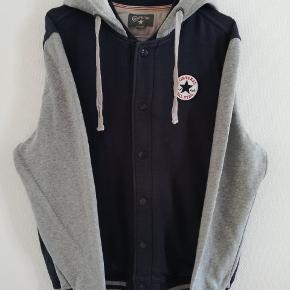 Converse sweatshirt jakke str M.  Herre model, men har selv brugt den. Stor i størrelsen. Brugt få gange. Nypris 889,95 kr på Zalando