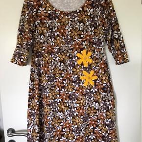 Lækker blød bomulds Jersey kjole i retro mønster.