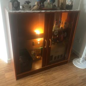 Drinks cabinet with lighting fixture. Dimnensions: 90x40x90cm