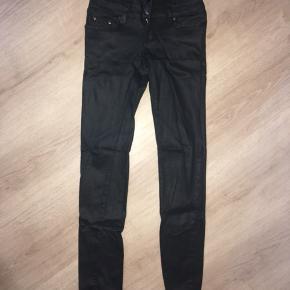 Fede & lækre stilfulde, højtaljede bukser, med de fedeste detaljer sælges!  Brand: MYCHRISTY  Sidder bare perfekt! 😎🤗 Mvh Julia Maria.