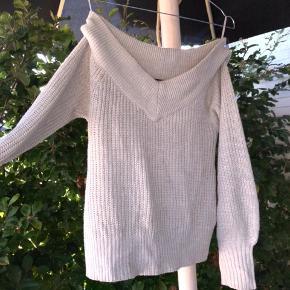 Sød OFF-shoulder sweater fra gina tricot. Størrelse Xs-s