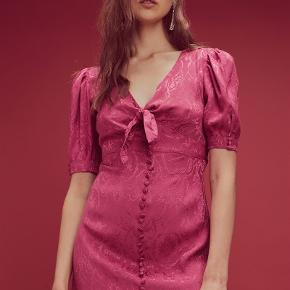 For Love and Lemons Lara dress, gently worn no marks or stains Size Small, about EU 36/38. Zip closure with tie at bust.