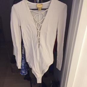 Hvid body fra H&M sælges. Str 34 BYD🌸