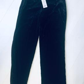 Lækre velour bukser. Måler 2x42 i livet