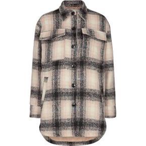 Neo noir jakke meget populær   størrelse: S   pris: 950 kr   fragt: 37 kr ( 33 kr ved handel over Trendsales )   Den er gået med 1 gang