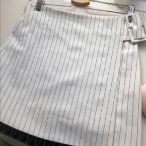 Byd på denne dejlige stribede nederdel