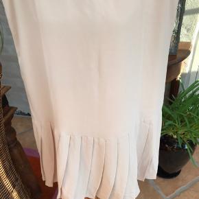 Kjolen er af mærket Floryday
