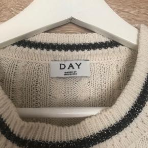 Rigtig fed sweater som styles med jeans eller bruges som kjole, brugt få gange rigtig god stand.