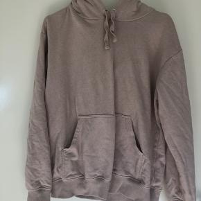 Sælger min hoodie i støvet rosa ish farve  Brugt minimalt