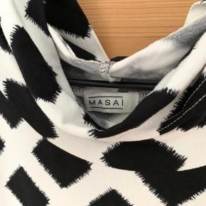Rigtig fin sort/hvid top fra Masai!  Skriv hvis du har spørgsmål mm.🌻 #Secondchancesummer