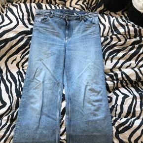 Monki bukser i modellen yoko str. 34 i waist