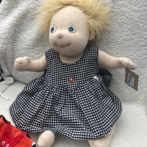 Rubens barn dukke Så fin og med ekstra kjole  Prisen er samlet