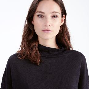 IRO 'Weather' bluse i sort-grå. Blusen er en rummelig str. small, fremstillet i 100 % linen og aldrig brugt. Den oprindelige købspris var 1.200 kr., min pris er 250 kr.