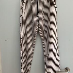 Fine bukser, brugt 5-6 gange. Ingen huller eller andet.