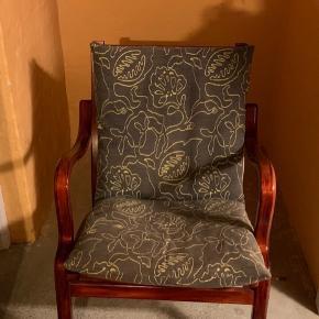 Der er 2 stk stole til 400 kr stykket