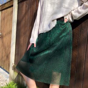 Super fin grøn glimmernederdel med elastikbånd ☀️  #30dayssellout #trendsalesfund