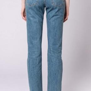 Boyfriend jeans fra HAN Kjøbenhavn - Fås stadig i butikkerne. Str 28/34 (svarer nok nærmere til en L 32) Np: 1000 kr - købt i januar
