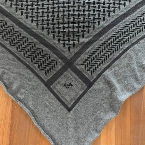 lækkert tørklæde fra Lala Berlin i str. L, fejler intet