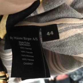 Smuk stribet tunika fra MB med guld Strib - så fin på ..
