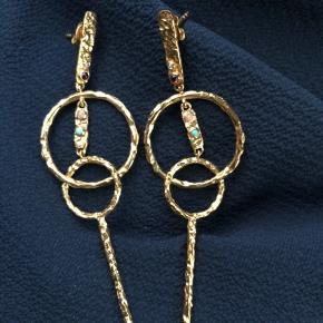 Fine Maanesten øreringe, stort set ubrugte og ingen tegn på brug eller skader. Sælges inkl DAO forsendelse.