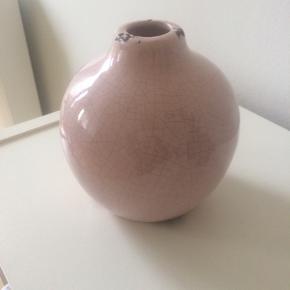 Rosa lille vase.