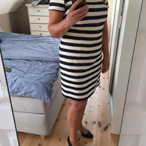 Lækker stribet kjole str. 40, længde 90 cm, blå/råhvide striber
