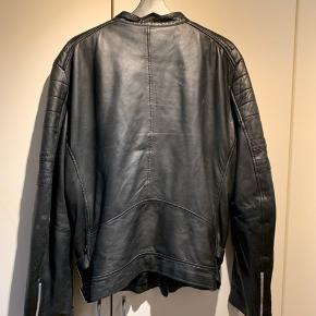 Sælger denne lækre læderjakke.  Np: 2500  Mp: 700  Kom med bud