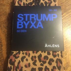 Strømpebukser, nylonstrømper leopard 50den str 36-40 fra Åhlens. 50kr Kan hentes kbh v eller sendes for 40kr dao