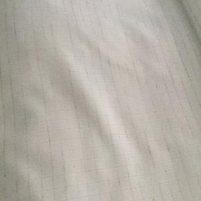 Stof . Har en del forskelligt kvalitets stof fra 10kr pr meter