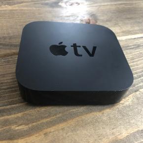 Apple TV. BYD! :-). - Fjernbetjeningen mangler, så den skal man købe selv. Men det virker upåklageligt, når man har fjernbetjeningen.