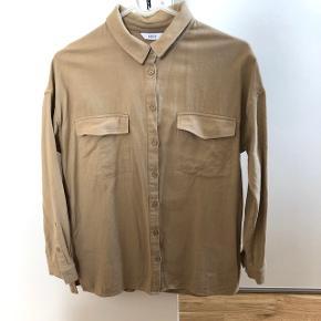 Lys skjorte/cardigan fra Envii. Brugt én gang og vasket én gang. Str XS-S.