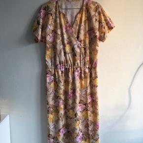 Vintage blomstret kjole. I fin stand